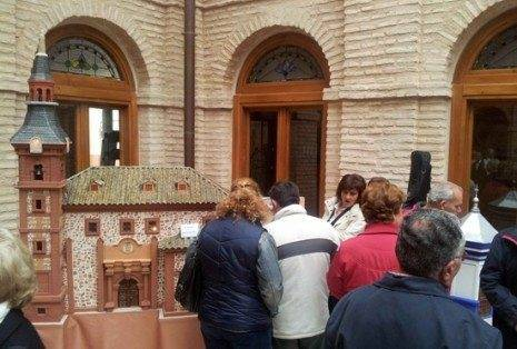 herencia maqueta de la iglesia g 465x314 - El Parnaso Manchego, protagonista en la presentación del cd de Mayos en Herencia