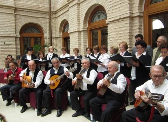 Asociación Parnaso Manchego de Herencia tocando Mayos