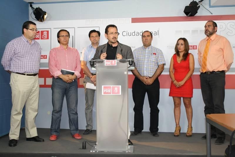 Alclades socialistas durante la rueda de prensa
