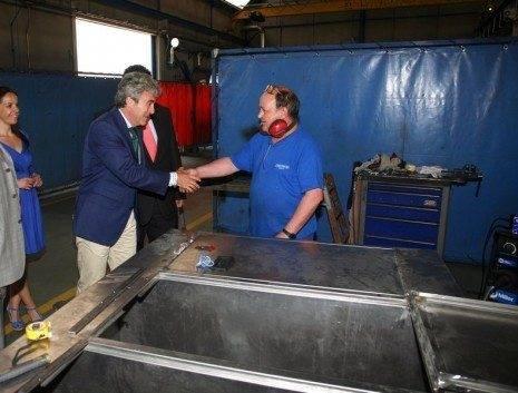 Leandro Esteban durante su visita a Tecnove Security en Herencia