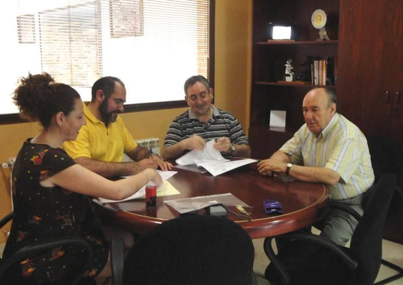 Firma acuerdo de colaboración con Cáritas