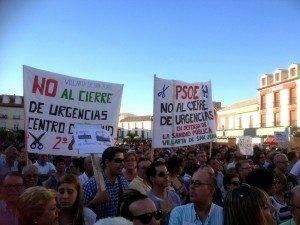 herencia en la concentracion de ayer lunes1 300x225 - Preocupación en Herencia ante el posible cierre del PAC de Villarta de San Juan