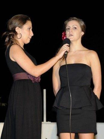Reina con presentadora del acto