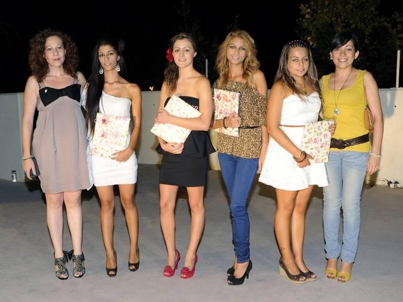 Reina y Damas con Gema Lopez y Lola Fernandez - Elegidas las Reinas y Damas de las Ferias y Fiestas de 2012