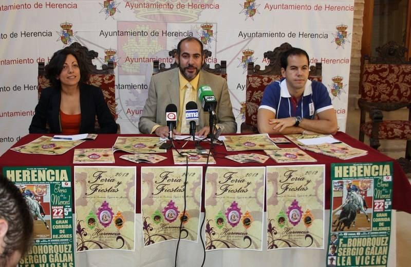 herencia lola fernandez con jesus fernandez y sergio garcia a - El doctor José María Moraleda será el pregonero de las Fiestas de la Merced