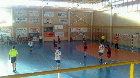 Retamar 465x261 - El BM. Villafranca juvenil suma 2 puntos en la histórica pista del Deportivo Retamar