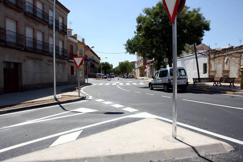 herencia rotonda san anton c - Casi terminadas las obras de la rotonda de San Antón de Herencia