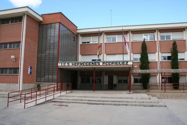 instituto hermogenes rodriguez - Fomento autoriza un nuevo punto de parada de autobús para dar servicios a los alumnos del instituto de Herencia
