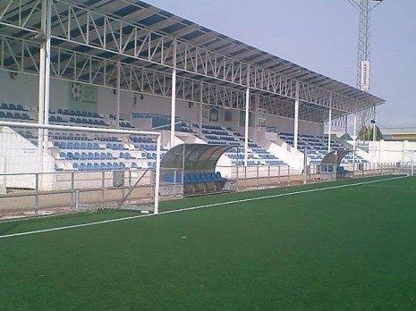 Campo futbol Manzanares 465x348 - Caos bajo la lluvia. Crónica del partido entre el Manzanares y el Herencia Juvenil