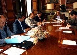 Reuni%C3%B3n del Consejo de Administraci%C3%B3n de Emaser 2012 300x212 - EMASER Ciudad Real aprobó subir un 3,4% sus tarifas para el 2013