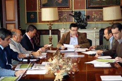 Reuni%C3%B3n del Consejo de Administraci%C3%B3n de Emaser 2012a 465x310 - EMASER Ciudad Real aprobó subir un 3,4% sus tarifas para el 2013