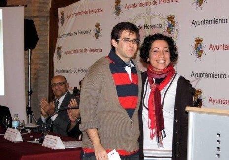 X Festival del Aprendizaje_Entrega de su beca a Santiago Muñoz Ayuso