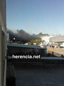Incendio en una nave del polígono industrial de Herencia 1