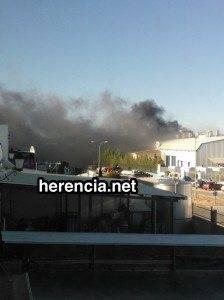 Incendio en una nave del polígono industrial de Herencia 3