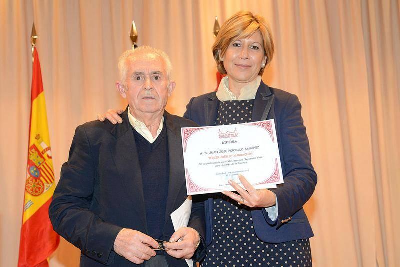 Juan José Portillo Sánchez recoge su premio - Juan José Portillo gana el tercer premio de narración Recuerdos Vivos de la Diputación Provincial