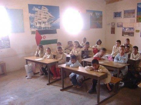 escuela de walda campos de refugiados de tinduf 1 465x348 - Actividades para la Navidad de la Asociación de Amigos del Pueblo Saharaui de Herencia, El Uali