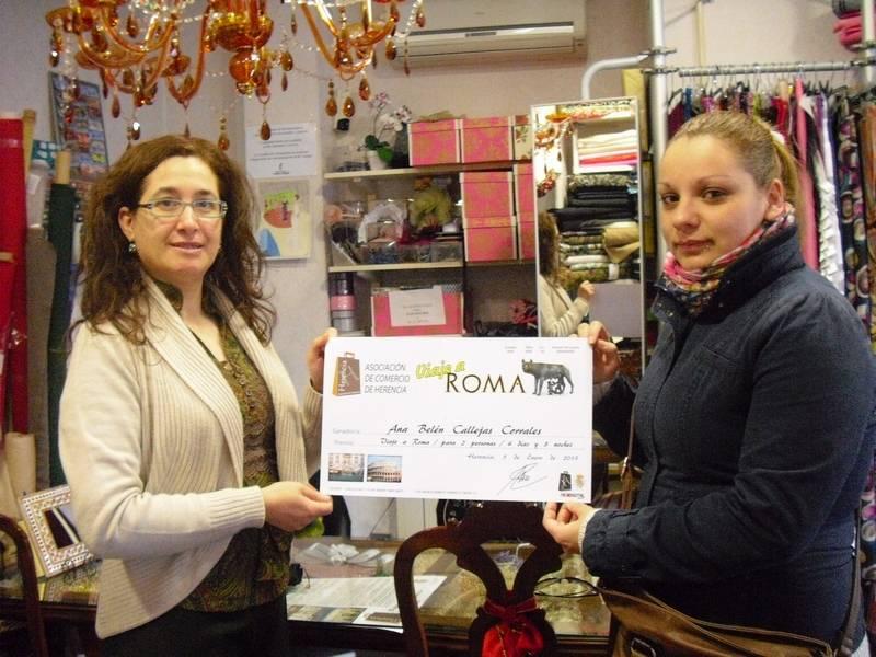 Mercedes Galán, junto a Ana Belén Callejas ganadora del viaje de la Asociación del Comercio de Herencia