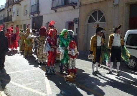 Oferentes del Carnaval de Herencia 2013 465x324 - Ofertorio de ánimas del Carnaval de Herencia 2013