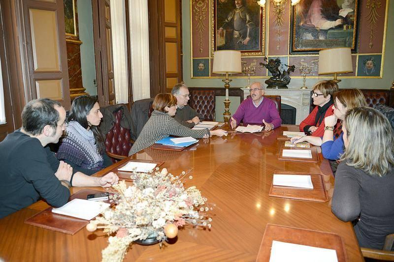Reunión de la Asociación de Bibliotecarios de Ciudad REal con responsables de la diputación1