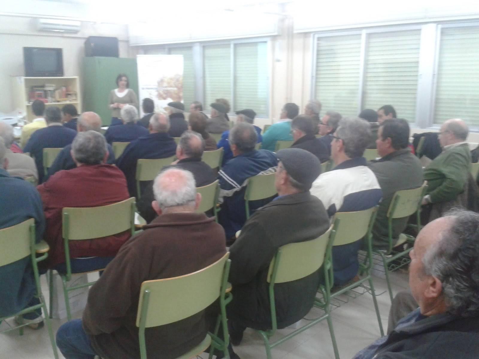 """Socios de la almazara """"La Encarnación"""" reciben un curso sobre fetilizantes para el olivar"""