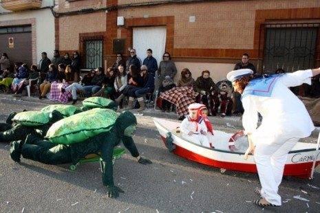 """carnaval de herencia axonxou y publico 465x310 - Cerca de """"15.000"""" personas en el Desfile del Ofertorio 2013"""