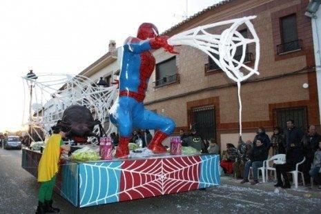 """los imposibles carroza carnaval de herencia 465x310 - Cerca de """"15.000"""" personas en el Desfile del Ofertorio 2013"""
