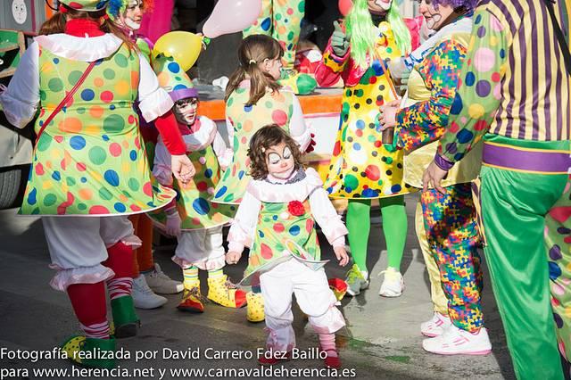 Pasacalles sábado de Carnaval de Herencia 2013. Foto David Carrero Fdez.-Baillo