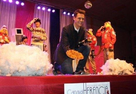 """pregonero carnaval de herencia christian galves y rosca utrera 465x322 - """"Tú sí que sirves"""", Christian Gálvez en una espectacular noche de pregón de Carnaval"""