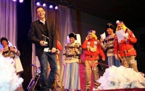 """pregonero christian galvez y los pelendengues 465x293 - """"Tú sí que sirves"""", Christian Gálvez en una espectacular noche de pregón de Carnaval"""