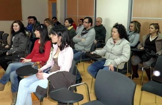 Los participantes en el curso durante el acto de clausura de las clases prácticas