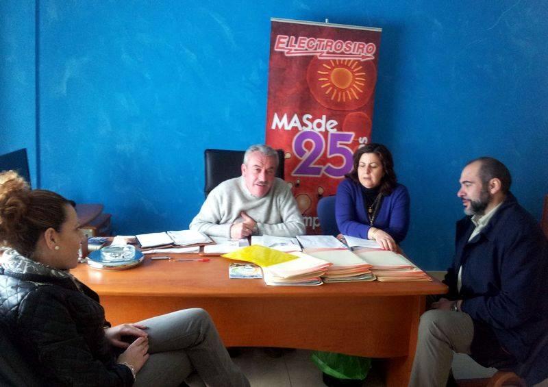 Jesús Fernández y Gema Pilar López visitan la empresa Electrosiro