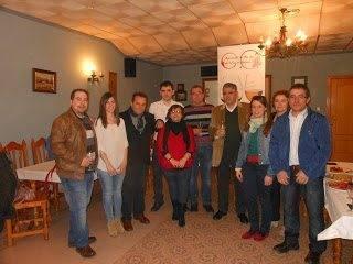 Foto de Familia algunos miembros de nuestra Asociación - La asociación Amigos del Vino de Herencia trabaja en un curso de cata