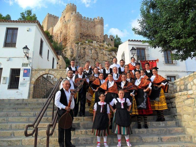 """Grupo Folclórico Herencia1 - El grupo folklórico """"Herencia"""" en el XII Festival de Mayos de Ciudad Real"""