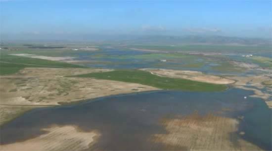 La Mancha húmeda a vista de avioneta - Impresionante vuelo sobre la autopista de agua del Acuífero 23