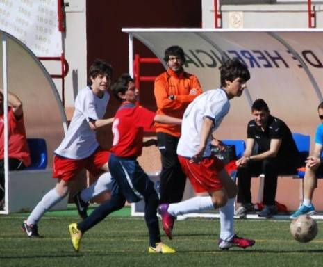 f%C3%BAtbol Herencia 465x384 - Los chicos de David Romero alcanzan la final provincial de fútbol