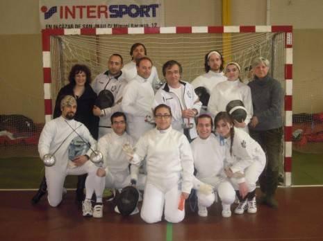 Miembros de los equipos del club de esgrima Dumas de Herencia