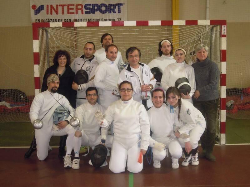 Miembros de los equipos del club de esgrima Dumas1 - El Club de Esgrima Dumas de Herencia en la final del Torneo de Ranking Regional en Toledo.