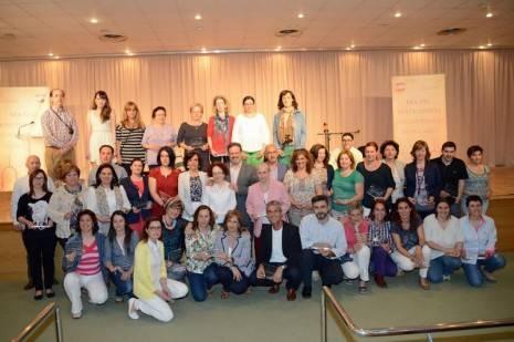 Nemesio de Lara en una foto de familia junto a los coordinadores de las UUPP de Ciudad Real 465x309 - Herencia participa activamente en el Día del Participante de las Universidades Populares de Ciudad Real