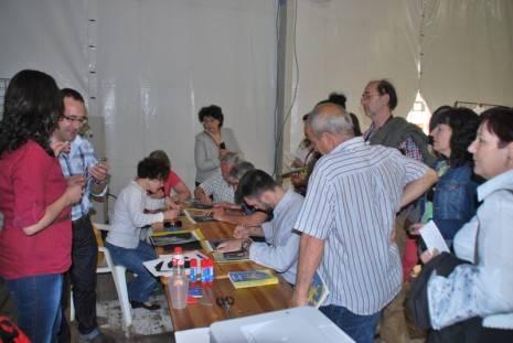 Taller en vivo del %C3%A1rea de pintura de Herencia durante la Fiesta del Participante en Ciudad Real 465x311 - Herencia participa activamente en el Día del Participante de las Universidades Populares de Ciudad Real