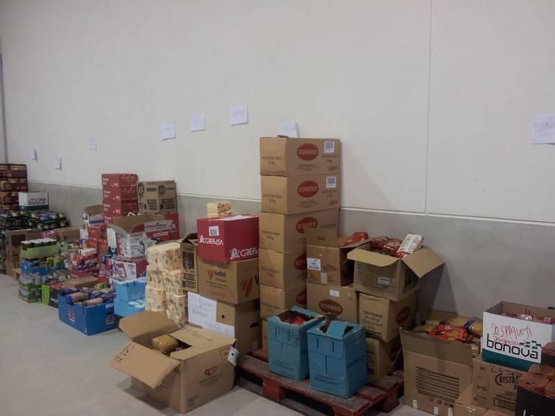 herencia reparto alimentos aa - El banco de alimentos de Herencia ayudará a 160 familias