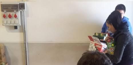 herencia reparto de alimentos 465x226 - El banco de alimentos de Herencia ayudará a 160 familias