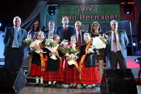 Arenas Fiestas Foto de familia 465x310 - Jesús Fernández fue el pregonero de las ferias de Arenas de San Juan