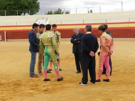 Herencia Los toreros el Presidente el Asesor y el Delegado Gubernativo deciden sobre la suspensi%C3%B3n del festejo1 465x348 - La suspensión de los toros en Herencia, paso a paso