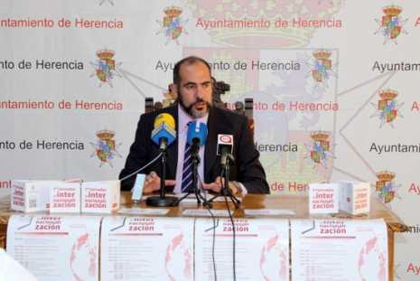 Jes%C3%BAs Fern%C3%A1ndez Almoguera alcalde de Herencia 465x311 - Presentadas las Jornadas de Internacionalización para fomentar el comercio exterior de Herencia