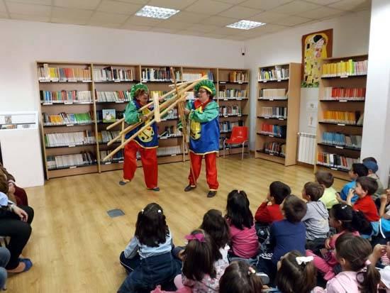 """biblioteca herencia cuentacuentos b - Llegan los libros del premio """"María Moliner"""" concedido a la biblioteca"""