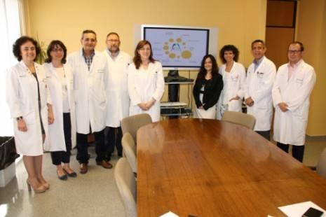 equipo directivo junto autora y nuevo logo mancha centro 465x310 - La Gerencia de Atención Integrada de Alcázar de San Juan ya tiene nuevo logo