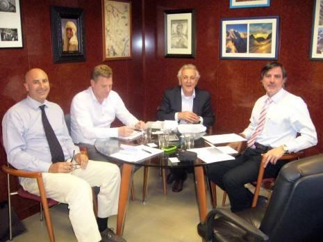 Tecnove Fiberglass y Van Eck firman un acuerdo comercial