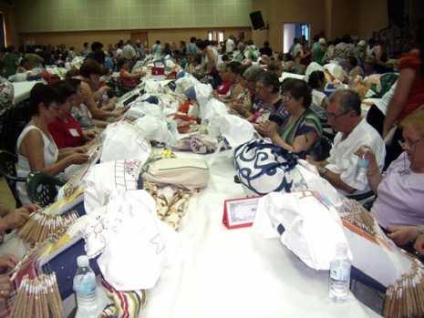 VILLARRUBIA encuentro ENCAJERAS 465x349 - Artesanas de Herencia acudieron al VI Encuentro Regional de Mujeres Encajeras de Bolillos