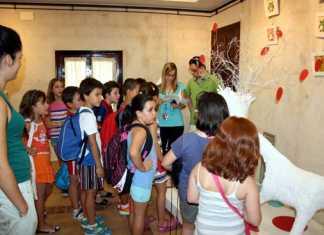Participantes de la Escuela de Verano de Herencia visitan la exposición Valorarte