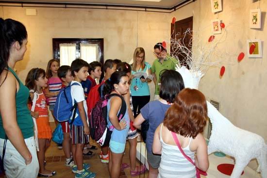 herencia convivencia b valorarte una - Participantes de la Escuela de Verano de Herencia visitan la exposición Valorarte